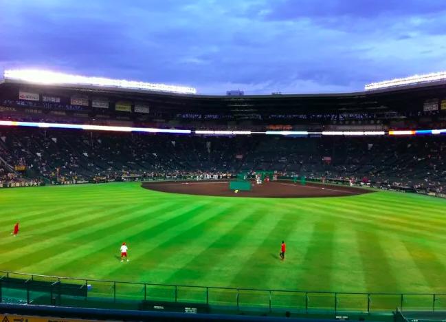 レフト外野席の見え方の画像 【値段:1,900円程度】